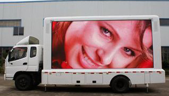 Electronic screen advertising vehicle makes advertising more exciting